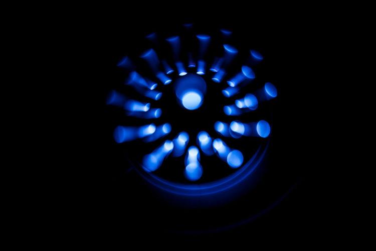 Czy światło niebieskie emitowane przez urządzenia elektryczne szkodzi naszej skórze? - Pielęgnacja i kosmetyki - Blog BANDI