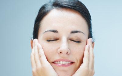 Masaż liftingujący skórę twarzy, szyi i dekoltu