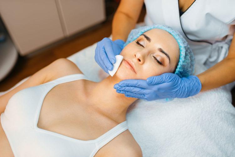 Zastosowanie peelingów w kuracjach anti-aging - Kosmetyki i pielęgnacja - Magda Suchan Blog BANDI