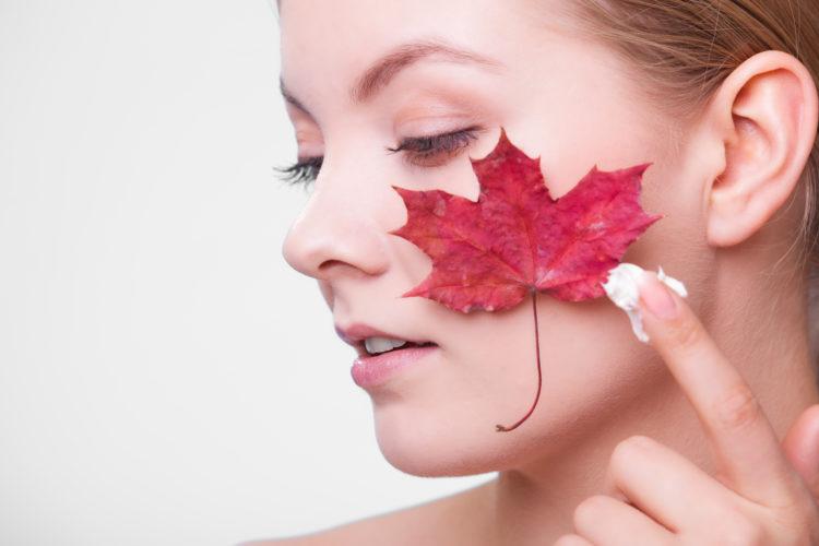 Cera wrażliwa często negatywnie reaguje na czynniki zewnętrzne np. niskie i wysokie temperatury. Mogą ją także podrażniać nieodpowiednio dobrane kosmetyki.