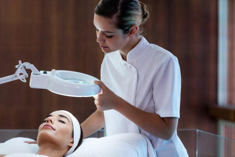 Zabiegi kosmetyczne pomagają w redukcji przebarwień