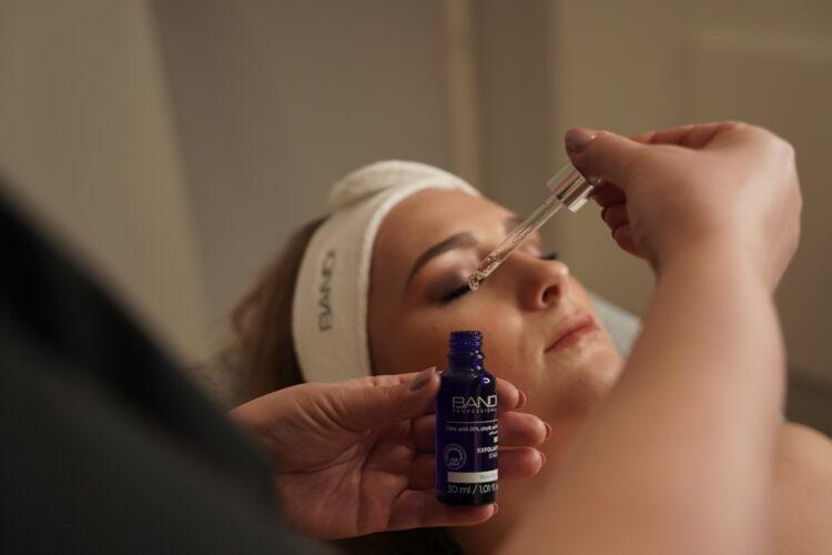 Zabiegi kosmetyczne z kwasami