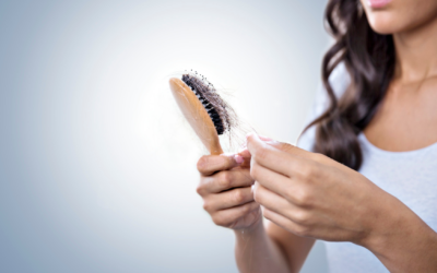 Wypadanie włosów jednym z długoterminowych objawów pochorobowych