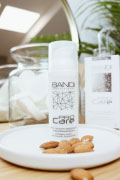 Exfoliating cream with mandelic acid and PHA